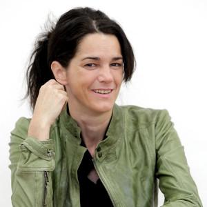 Pressefoto Maria Buchmayr sitzend